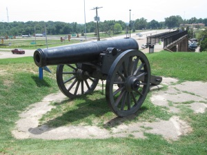 A 42 lb cannon where it overlooked the river.